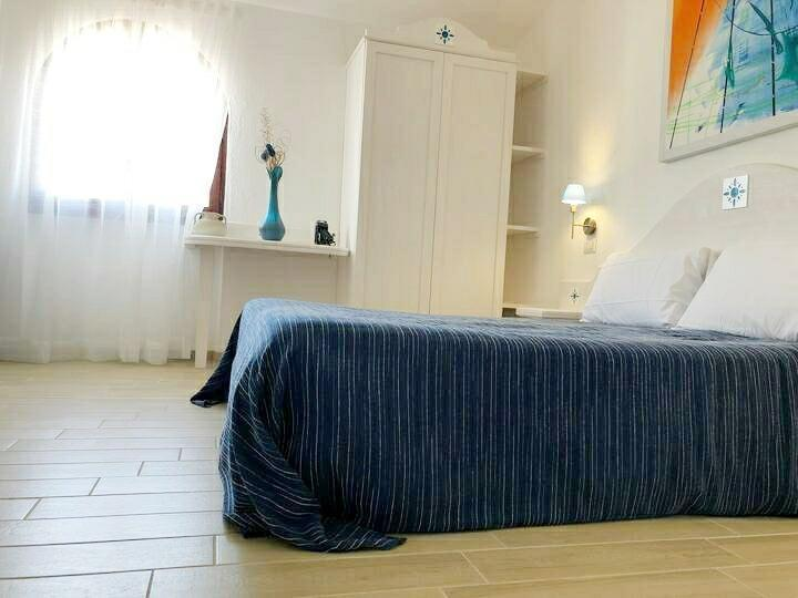 TRIPLE BED, PRIV. BATHROOM (S)