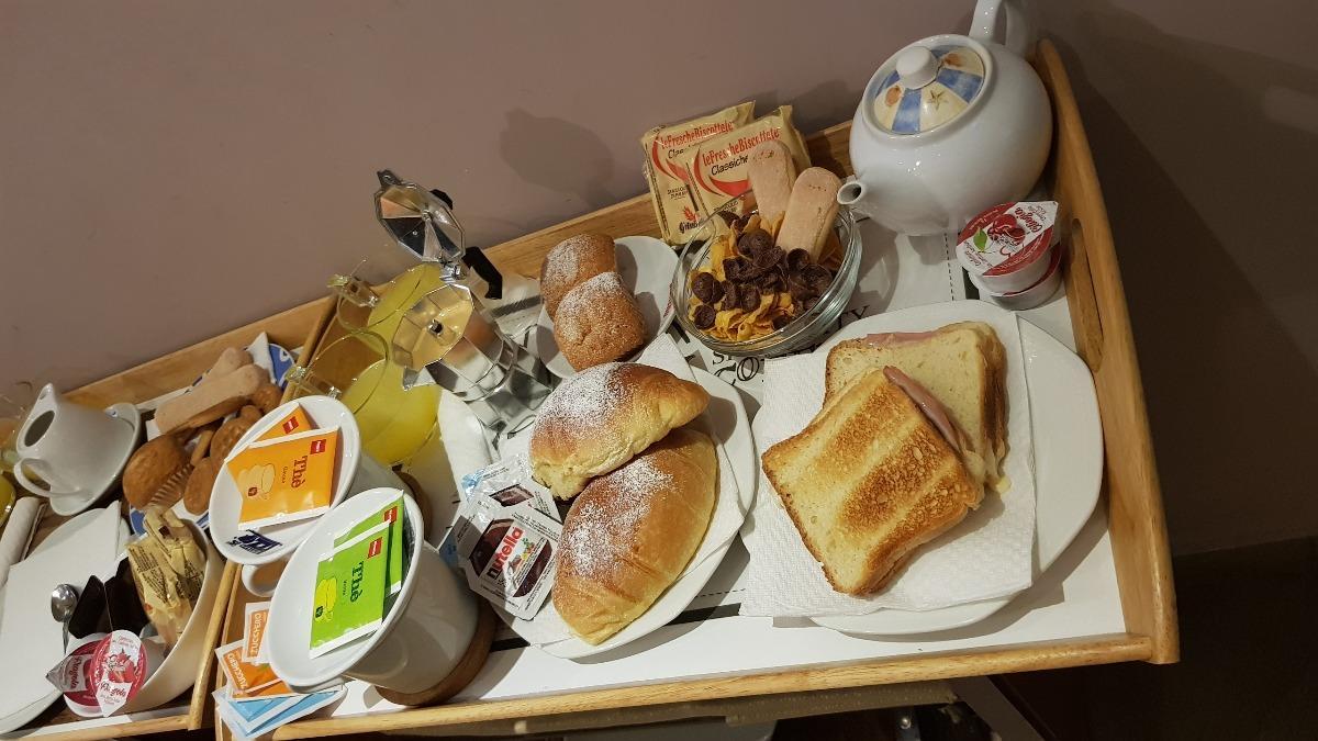 La colazione di B&B NAPOLI CENTRALE HOTEL