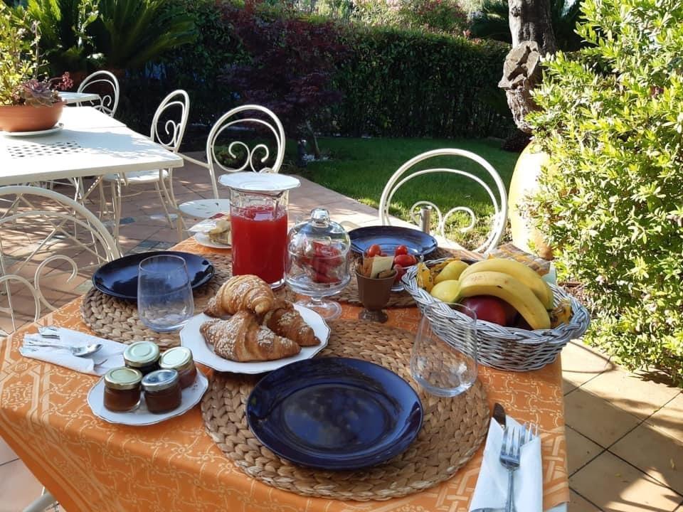 La colazione di VILLA GAIA - LA FINESTRA SUL MARE