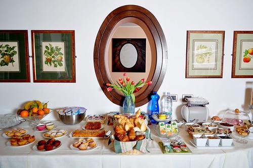 La colazione di DOLCEMELA ROOM AND BREAKFAST