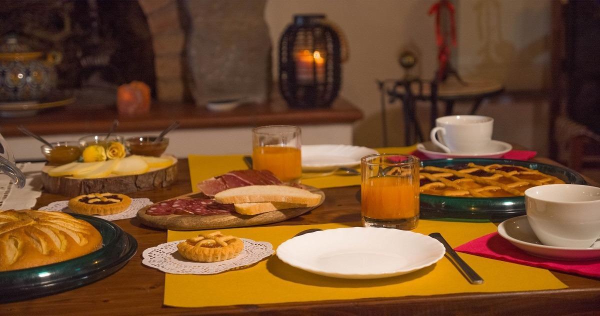 La colazione di B&B LE LOGGE DI SOPRA