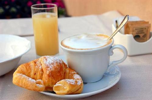 La colazione di GOLDEN ROOMS PIAZZA DI SPAGNA