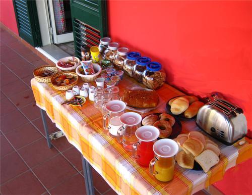 La colazione di FLORIPA YOGA & KITESURF HOUSE