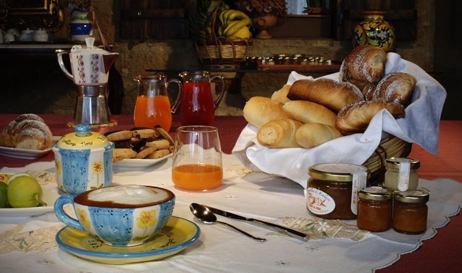 La colazione di B&B LA CASA SULLA COLLINA D'ORO