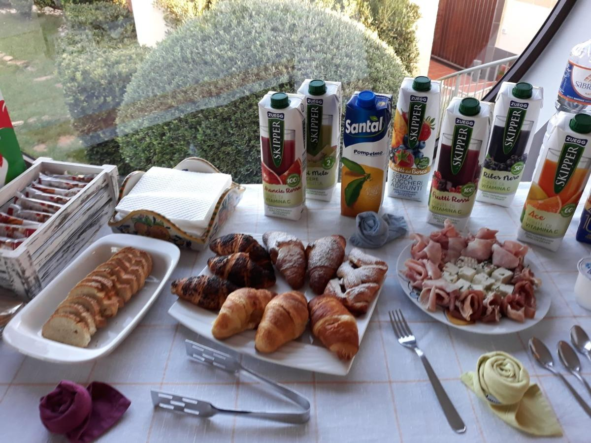 La colazione di IL MANDORLO B&B ***