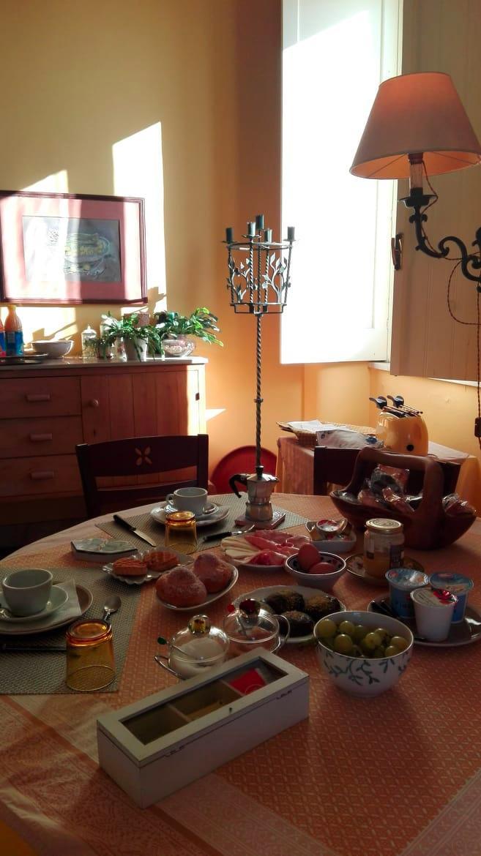 La colazione di CASA DEMARATA B&B