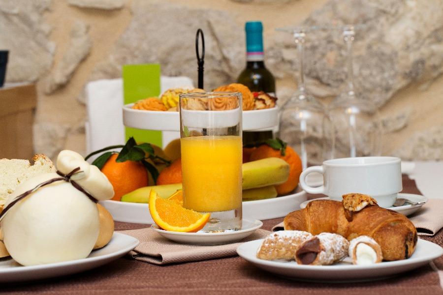 La colazione di IBLARESORT - CHARME & DESIGN ROOMS