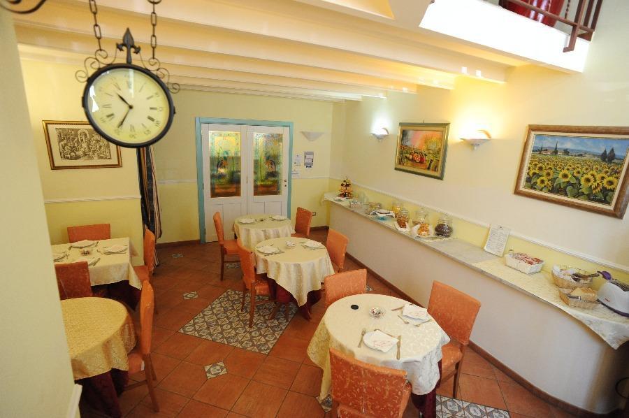 La colazione di HOTEL MEDITERRANEO ***