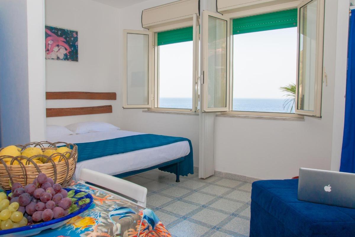 Appartamenti con Vista Mare 2