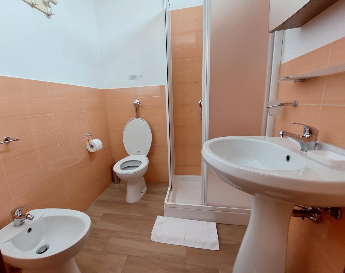 camera doppia arancio 2