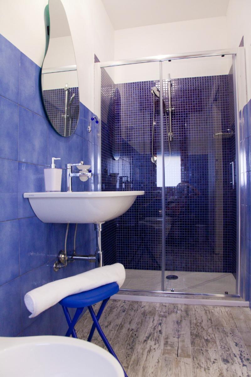 Camera Tripla blu 5
