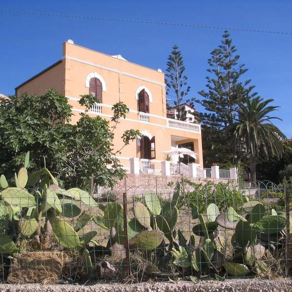 b&b and beach villa deleo