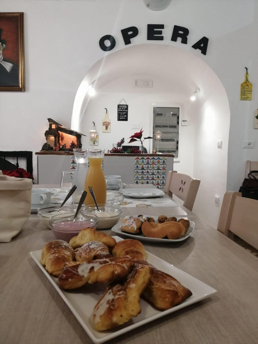 La colazione di OPERA BOUTIQUE ROOMS