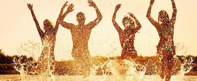 """Estate e divertimento: gli stabilimenti balneari più """"trendy"""" della costiera romagnola."""
